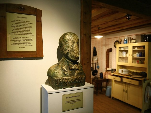 CIMRMANOVO MUZEUM obsahuje imistrovu bustu.