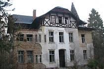 Dům si v roce 1882 nechal postavit jako své rodinné sídlo Adolf Schwab, politik a majitel rozsáhlé textilky, dnes Hoftex.