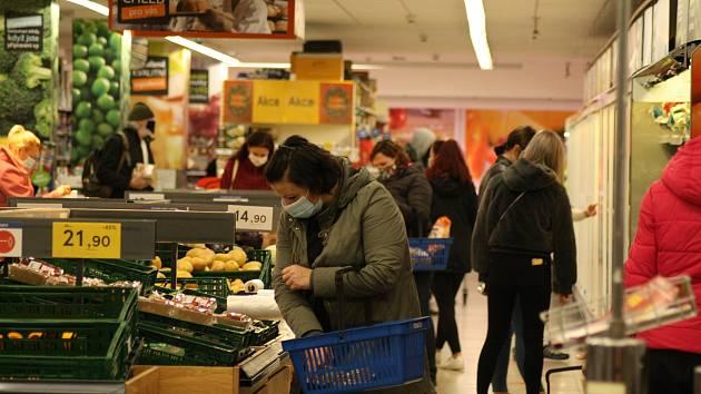 Na Liberecku obchody novou situaci zatím zvládaly.