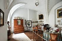 NOVINKA. Návštěvníky čekají od včerejška tři nové pokoje. Jedním z nich je hraběcí s řadou fotografií včetně té, na níž je babička někdejšího ministra zahraničí Karla Schwarzenberga.