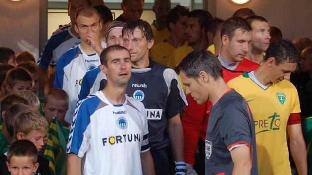 V Žilině vedl Slovan k odvetnému zápasu kapitán Miroslav Holeňák (na snímku vlevo).