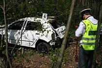 POJIŠŤOVACÍ PODVOD MŮŽE VYPADAT RŮZNĚ. Od rozbitých výloh přes vyhořelé objekty až po automobil zapíchnutý mezi keři. Detektivům České pojišťovny a. s. se však většinou podaří vše odhalit.