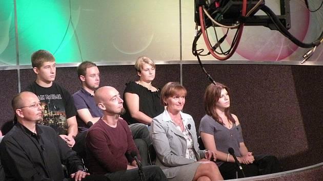 Poradcem pro šestadvacetidílný pořad České televize byl odborník na danou problematiku Lucian Kantor. (Dole první zleva).