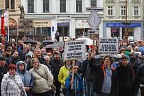 Demonstrace na náměstí Dr. E. Beneše proti premiérovi Andreji Babišovi a ministryni spravedlnosti Marii Benešové.