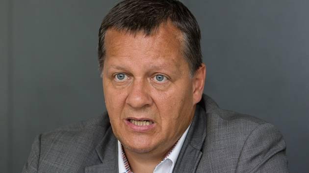 Ing. Pavel Marek.  Bývalý manažer firmy Preciosa.