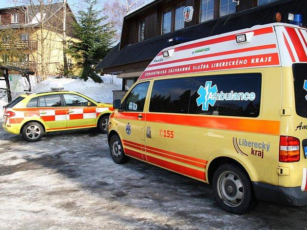 Záchranáři chlapce položili na nosítka do sanitky a stejně tak rychle, jak přijeli, ho převezli do jablonecké nemocnice a předali do péče chirurgů.