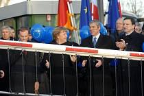 Premiéři tří zemí a předseda Evropské komise v Trojzemí slavili v prosinci 2007 vstup České republiky a dalších států do takzvaného Schengenského prostoru, kde je hranice pouze symbolem.