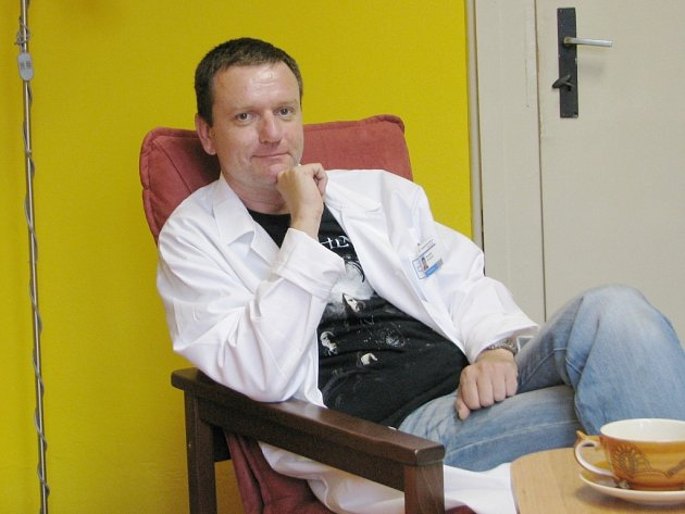 PETR MOOS je znám nejen jako přední odborník, ale také jako publicista například z LN.