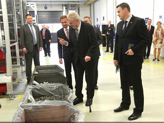Miloš Zeman letos navštívil areál firmy Kamax, kde diskutoval o možnosti jeho rozšíření.