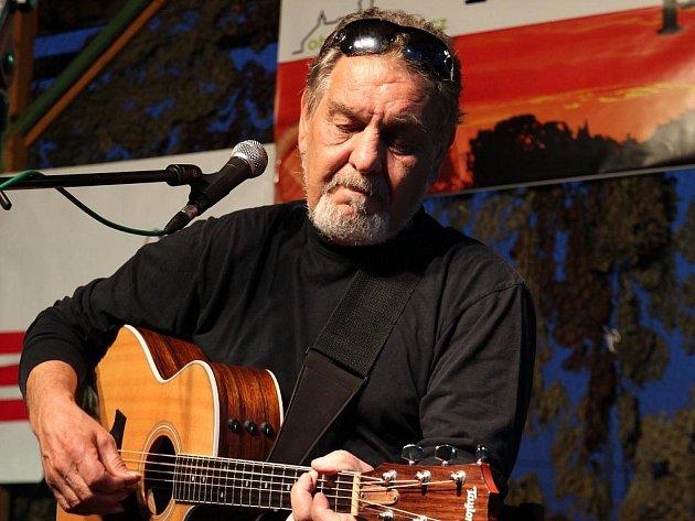 Regionální kapely, ale i Wabiho Daňka a Blue Effect nabídl festival Folková pasáž.