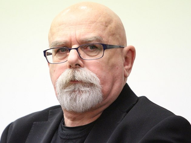 KORUPCE VRÝNOVICKÉ VĚZNICI. Bývalý vychovatel Jiří Novotný řešil finanční tíseň tím, že od vězně požadoval úplatek a auto.