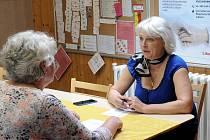 V Liberci začne od dubna fungovat nová seniorská ombudsmanka, která pomůže seniorům řešit jejich problémy. Bude jí Lenka Tarabová (vpravo).