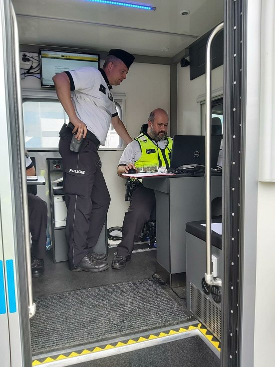 Policisté se o víkendu zaměřili na autobusy a nákladní vozidla.
