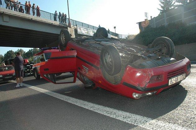 Nehoda na silničním průtahu Libercem za sjezdem od Makra.