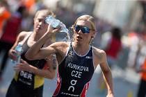 Triatlonistka Petra Kuříková během závodu v Karlových Varech.
