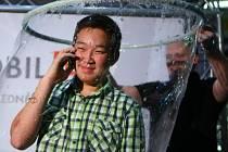 V Liberci padl světový rekord v telefonování z mýdlové bubliny.
