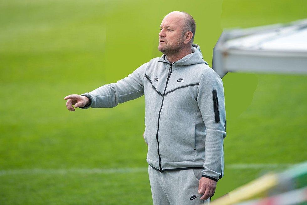 Trenér Slovanu Pavel Hoftych při utkání na půdě Mladé Boleslavi.