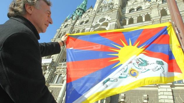 Tibetskou vlajku letos na radnici nevyvěsí.