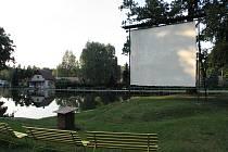 Hejnické letní kino v areálu koupaliště.