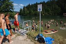 Koupání na přehradě Harcov v Liberci.