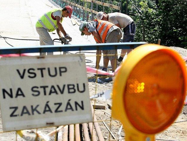 Zatímco na mostě v městské části Harcov přes Harcovský potok je již několik let omezená doprava zůžením, most v Růžodole se již dočkal generální opravy.