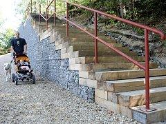 Pěších stezek v lesoparku na Králově Háji využívají obyvatelé Liberce již od poloviny července.