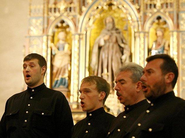 Chór Uralských Kozáků při svém loňském vystoupení v Kostele sv. Antonína Velikého.