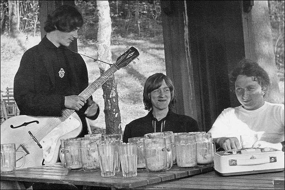 """Nedělní odpoledne na """"Mojžíšáku"""". Petr Šimr, Míra Němec a Jirka Kawan, 1966."""