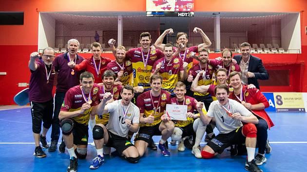 Volejbalisté liberecké Dukly slaví zisk bronzových medailí.