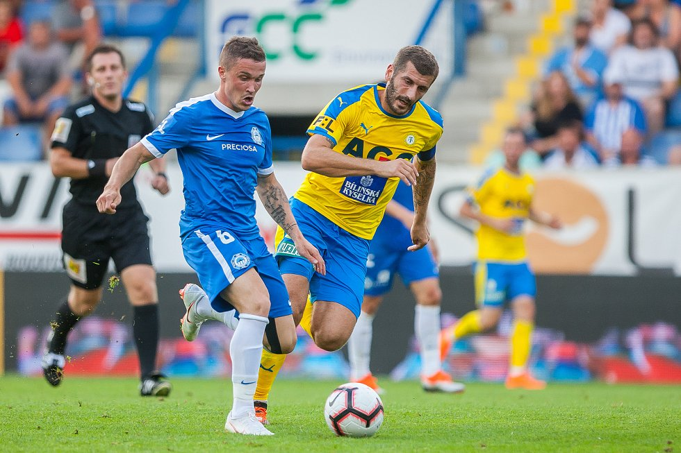 Zápas 3. kola první fotbalové ligy mezi týmy FC Slovan Liberec a FK Teplice se odehrál 4. srpna na stadionu U Nisy v Liberci. Na snímku vlevo je Tomáš Malinský.