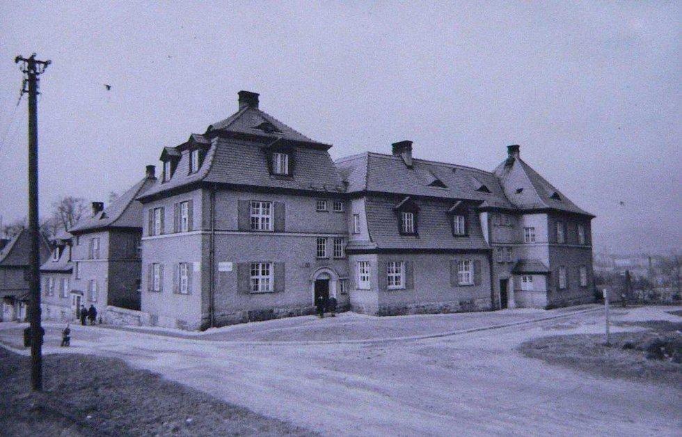 Foto domů čp. 492–494/IV ze soupisu domů fy J. Liebiega & Comp. z roku 1940 od arch. A. Corazza, s. 381‐382