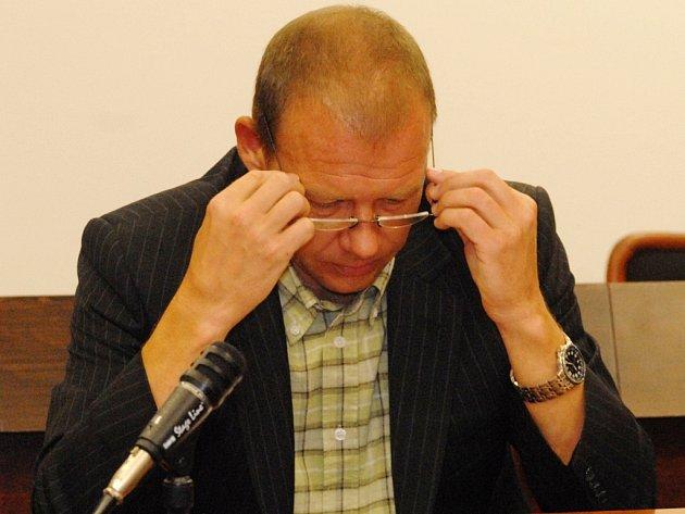 TISKÁRNY. Soud s Miroslavem Mládkem (na snímku) a jeho partnerem Zdeňkem Úlehlou  pokračuje šestým rokem.