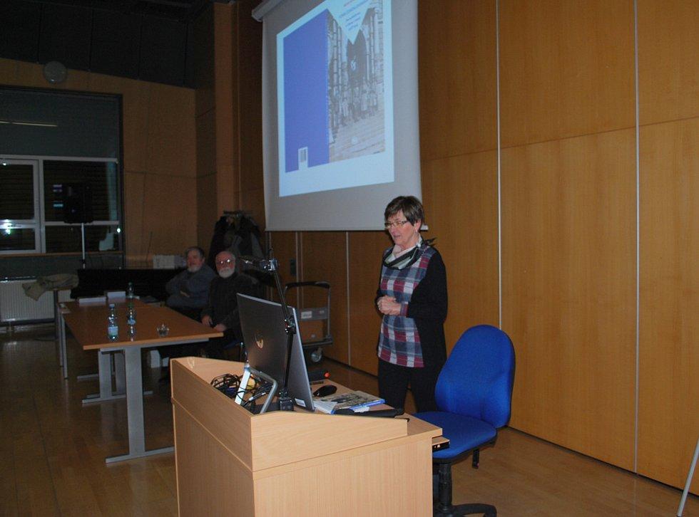 Miloslava Melanová svou knihu představila v Krajské vědecké knihovně v Liberci.