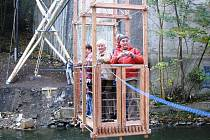 Transbordér je tvořený dřevěnou kabinkou, která se pohybuje od břehu ke břehu na kladce. Kabinku ovšem dávají do pohybu sami cestující, a to tak, že se ke břehu přitahují lanem.