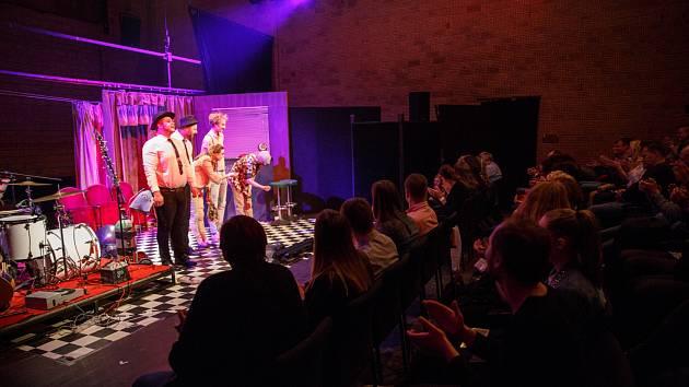Zahájení divadelního festivalu WTF?! odstartovalo Divadlo pod Palmovkou představením Poslední důvod proč se nezabít.