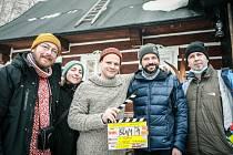 Poslední závod první klapka producenti Ondřej Beránek Martina Knoblochová Kryštof Hádek režisér Tomáš Hodan a kameraman Jan Baset Střítežský.