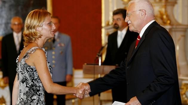 Jen tak dál. Předsedové krajských a okresních soudů na severu Čech by potřebovali, aby prezident republiky Václav Klaus jmenoval další desítky soudců. Nevyřízené případy počítají na tisíce.