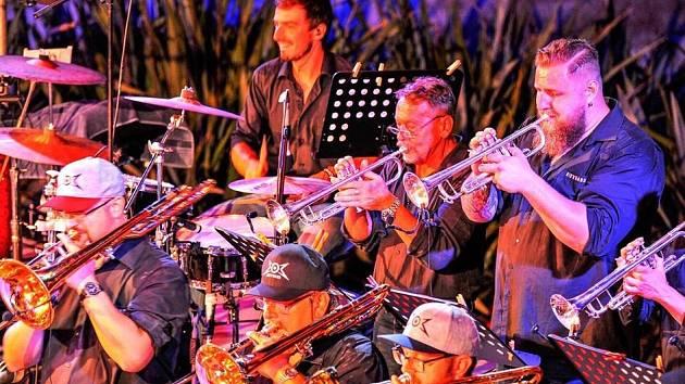 Nedělní koncerty regionálních kapel v rámci projektu #kulturaprezije budou pokračovat i během prosince. Třetí adventní neděle bude patřit oblíbené liberecké formaci Big'O'Band.