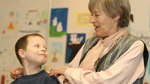 Ljuba Skořepová si s dětmi vyprávěla o knížkách.