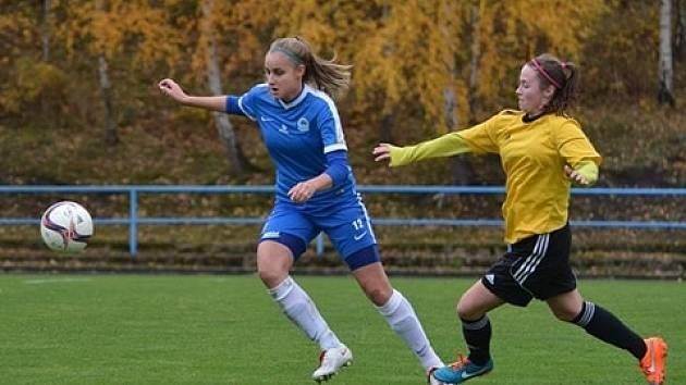 Marie Bohatová v dresu Slovanu Liberec (vlevo).