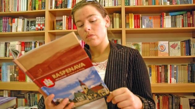OJEDINĚLÁ PUBLIKACE. Kniha je dosud jediným dílem o historii obcí Raspenava, Luh a Lužec.