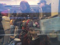 Emička Heloňová se raduje. Vlaky nejedou, prodlouží si prázdniny.