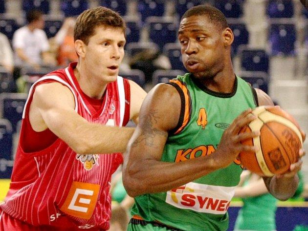 Ligové utkání v basketbalu BK Kondoři Liberec vs. ČEZ Basket Nymburk.