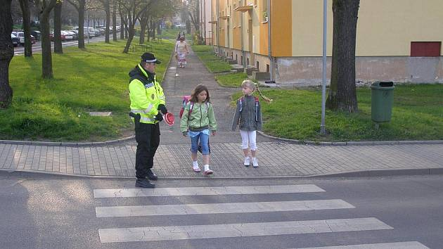 Liberečtí strážníci hlídkují u škol a přechodů. Ilustrační foto.