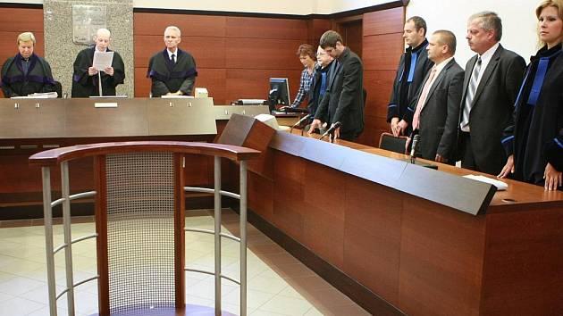 K soudu se exředitel Dvořák nedostavil.