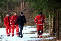 Lesní dělníci našli mrtvolu muže