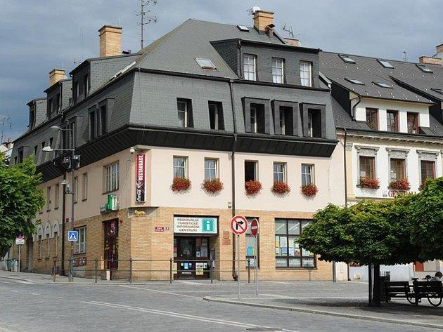 Turistické informační centrum na náměstí.