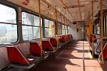 Prázdná tramvajová souprava v Liberci. Počet cestujících výrazně poklesl.