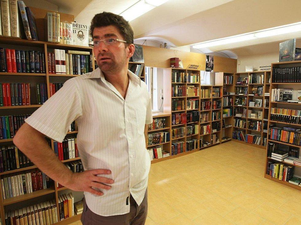 Knihkupec Martin Fryč.