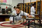 Praktická maturita v dílně oboru Hutní tvarování skla.